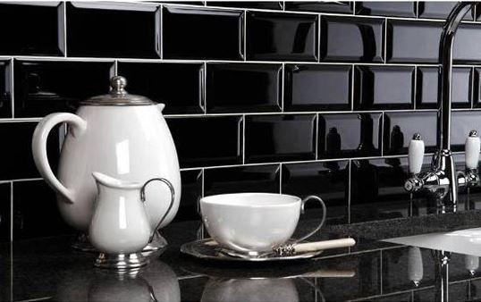 Metro Black 10x20 Πλακάκι Τοίχου Τουβλάκι Μαύρο      Πλακάκι τοίχου μπιζουτέ γυαλιστερό για μπάνιο ή κουζίνα     Τουβλάκι     Διάσταση 10x20     Η τιμή αφορά m2     Συσκευασία 1.00 M2 = 50 τεμάχια